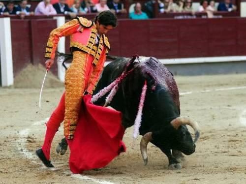 "Trincherilla de Sebastián Castella a ""Arrestado"""
