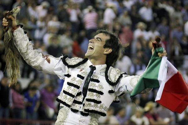 Arturo Macias: Torear sin toros.