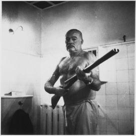 1025px-Ernest_Hemingway_at_the_Finca_Vigia_Cuba_-_NARA_-_1926631
