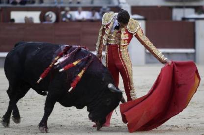 Templado natural de Moral al buen toro de El Torero del que cortó una oreja. ANTONIO HEREDIA