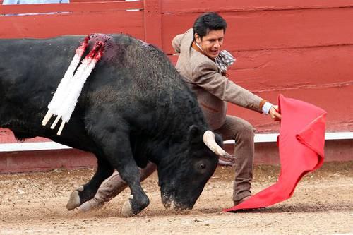 Foto El Zapata, el pasado fin de semana dos indultos consecutivos a bravos y nobles toros de Piedras Negras y de Magdalena González. Foto Notimex