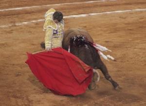 """Derechazo de """"El Payo"""" fundido con """"Cardicito"""" Foto: Miriam Cardona."""
