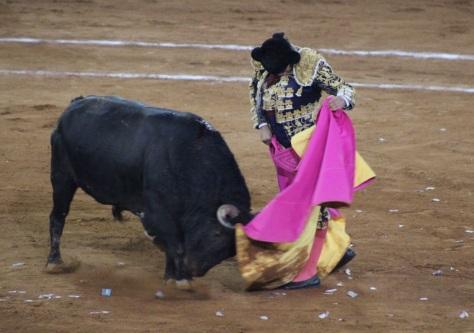 El manto de la verónica, Morante lancea al manso de regalo. Foto: Miriam Cardona.