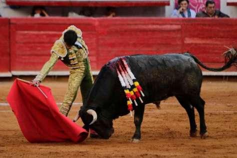 """La """"V"""" del toreo… en todo el grand derechazo de Fermín Rivera."""