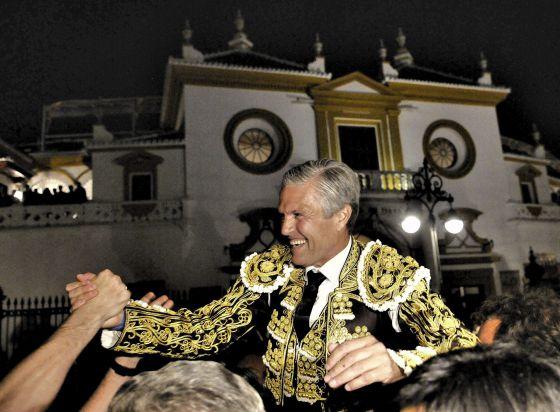 Crónica: Espartaco, a hombros de Sevilla.