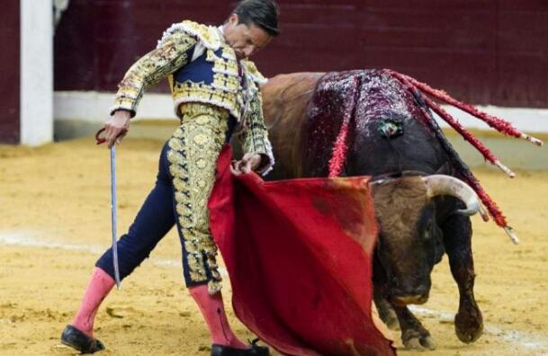 Ocho con Ocho: Fuente Ymbro, Castella y Urdiales Por Luis Ramón Carazo