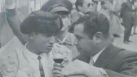 Luis Procuna en el Callejón de La México entrevistado por Don Neto.