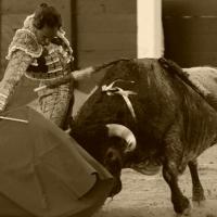 Con los pititos jugando a torear en Sevilla, Escolar echa en Madrid toros de aquí te espero