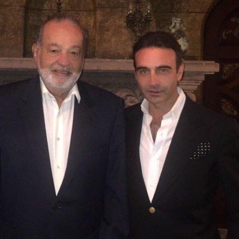 Enrique Ponce con el ingeniero Carlos Slim, quien quintuplicará los honorarios íntegros que donará Poce para los damnificados del terremoto.
