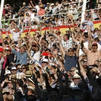 La orquesta taurina del 'Titanic' sigue sonando mientras el barco se hunde