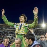 """Fallas 2018: Roca Rey adelanta la """"cremà"""" de la feria y abre la puerta grande"""