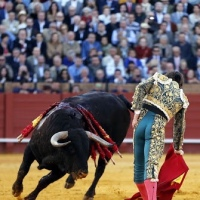 ¿La Fiesta en Paz? La ilusión de la bravura llegó a Sevilla y la monotonía predecible sustituyó al azar