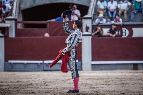Fortes brindó su primer toro a la memoria de Fandiño. PLAZA1.