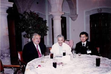El doctor Xavier Campos Licastro al centro durante un congreso de cirujanos taurinos celebrado en la Zacatecas en 1997.
