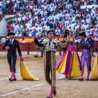 Feria de Hogueras: Roca Rey, ídolo de masas, arrebata al público alicantino y sale a hombros