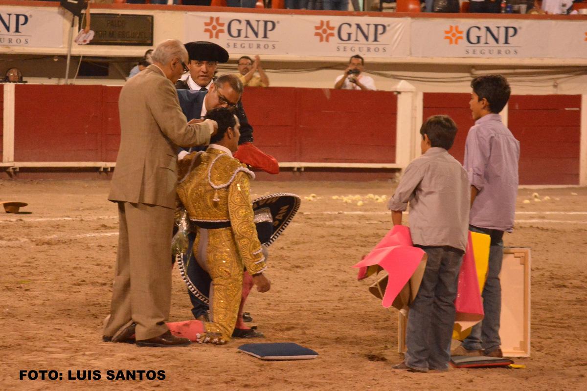 Garibay se corto la coleta en Aguascalientes bilaketarekin bat datozen irudiak