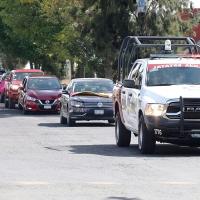 Caravana de autos en pro de la Fiesta Brava en Puebla.