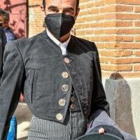 Enrique Ponce toreó en el festival de Las Ventas con la efigie de Franco en la botonadura de la chaquetilla.