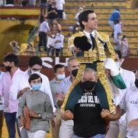 Posible multa a Juan Ortega por salir a hombros en Jerez.